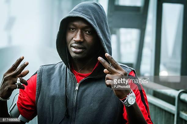junge rapper auf den iron bridge - pjphoto69 stock-fotos und bilder