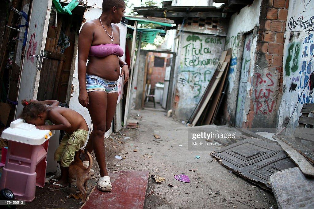 Rio's Complexo da Mare Favelas Remain Unpacified : News Photo