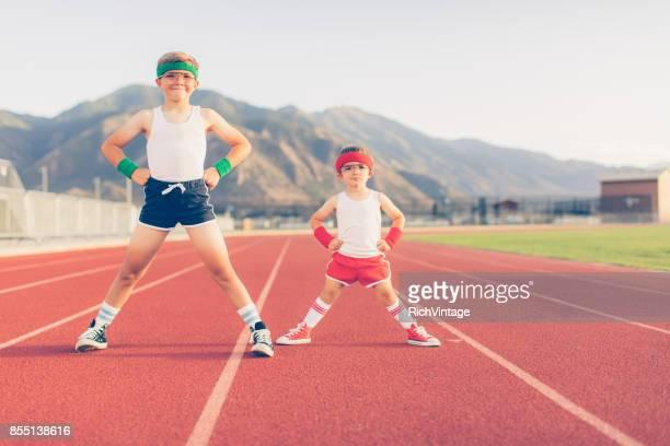 Muchachos jóvenes Fitness Retro listo para trabajo