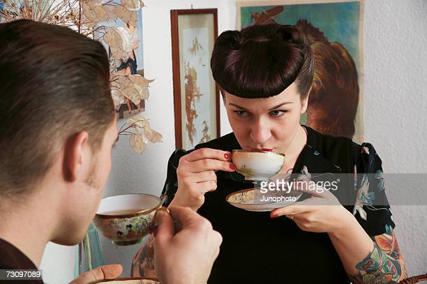 young rockabilly couple drinking tea together - rockabilly photos et images de collection
