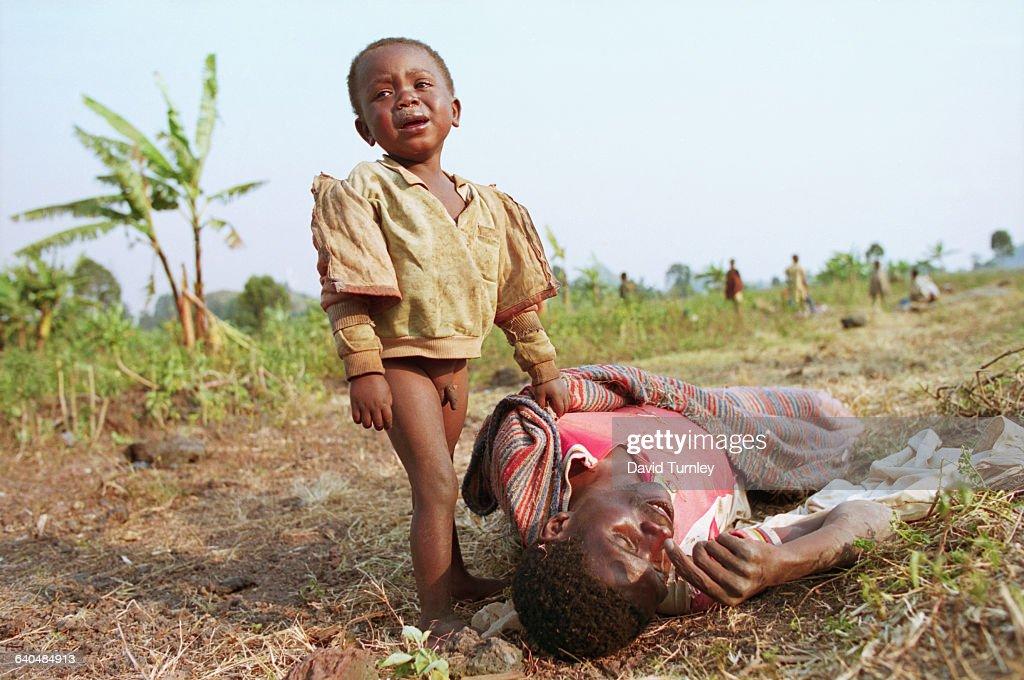 Rwandan Boy Crying Beside Dead Father : News Photo