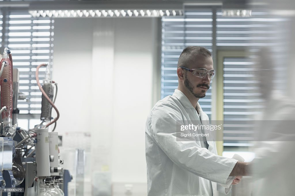 Young scientist working in a pharmacy lab, Freiburg im Breisgau, Baden-Württemberg, Germany : Stock-Foto