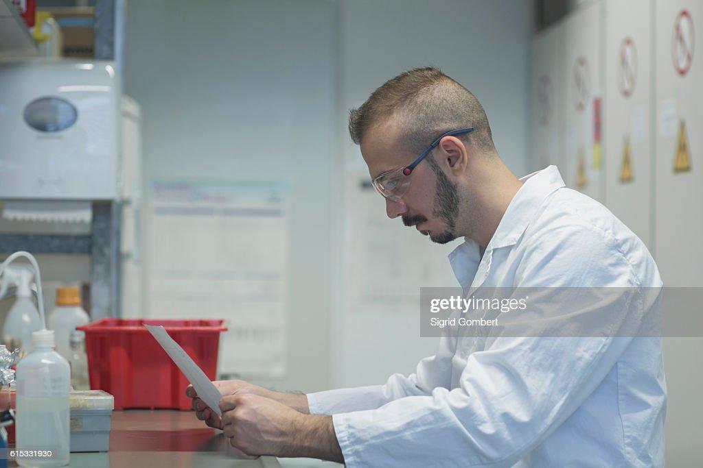 Young scientist working in a pharmacy laboratory, Freiburg im Breisgau, Baden-Württemberg, Germany : Stock-Foto