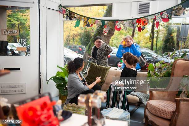 young shop keepers in their creative pop up store, customers outside - pop up store stock pictures, royalty-free photos & images