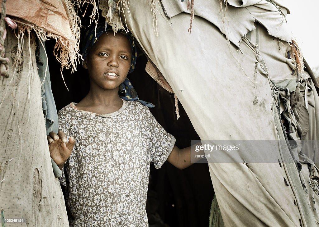 ソマリア若い女子 Nomadic ハット : ストックフォト
