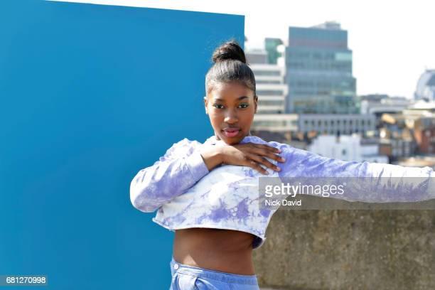 young street dancers on london rooftop overlooking the city - langärmlig stock-fotos und bilder