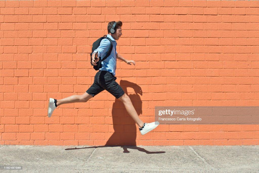 Young student runs to school : ストックフォト