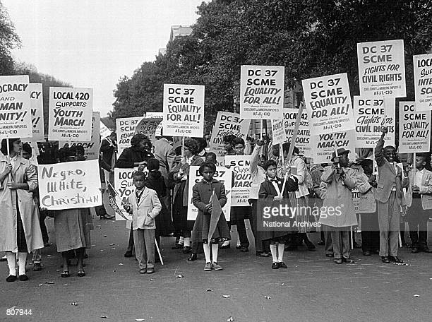 Young students picket at youth march for integrated schools rally October 25, 1969 at the Lincoln Memorial in Washington.