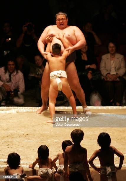 Young Sumo wrestlers wait their turn as they watch a rikishi wrestle with a child prior to the 2008 Grand Sumo Tournament at the Los Angeles Memorial...