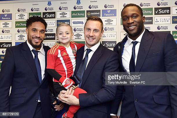 Young Sunderland fan Bradley Lowery meets Ashley Williams Phil Jagielka and Romelu Lukaku before the Barclays Premier League match between Everton...