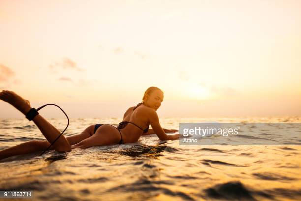young surfer woman - feet model stock pictures, royalty-free photos & images