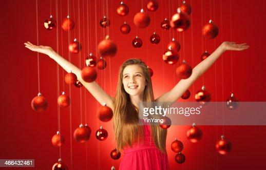 Junge Teem Model Im Roten Kleid Mit Christmas Theme Stock Foto Getty Images