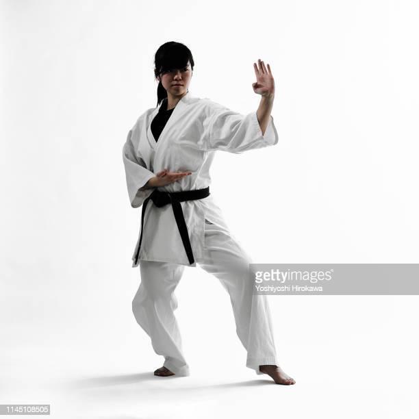 young teen japanese woman doing karate - combat sport - fotografias e filmes do acervo