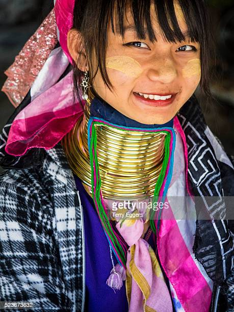 young thai karen women from hillside village of baan tong luang in traditoinal long neck metal coil - long neck animals stock pictures, royalty-free photos & images