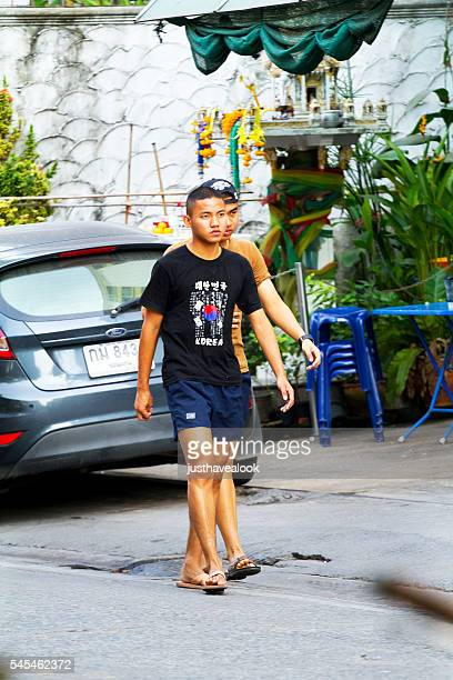 young thai men - men stockfoto's en -beelden