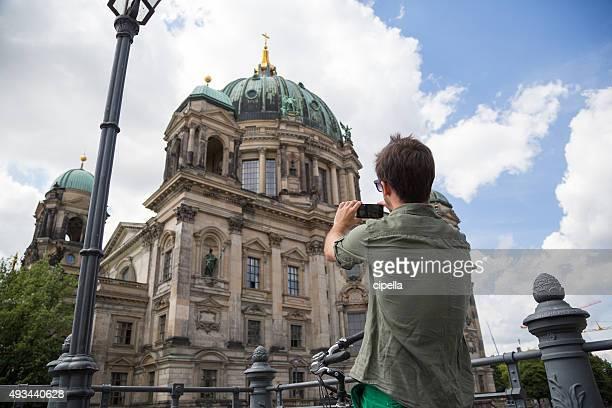 Junge tourist in den Straßen von Berlin