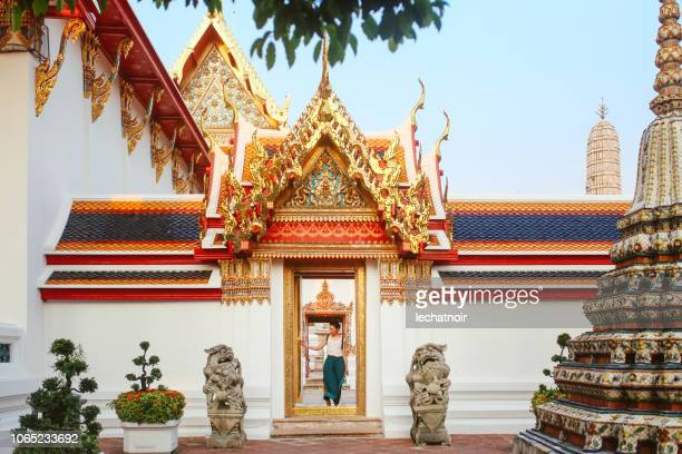 young tourist woman in famous bangkok wat pho temple - wat pho stock pictures, royalty-free photos & images