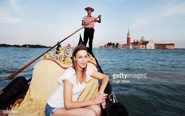 young tourist woman on gondola - hugh sitton photos et images de collection