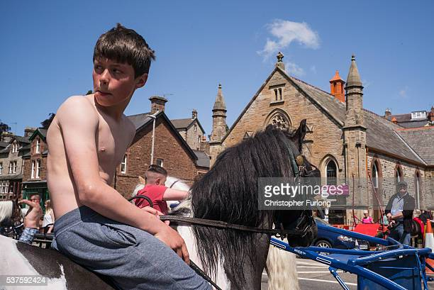 Young traveller boys ride their horses through Appleby during the Appleby Horse Fair on June 2 2016 in Appleby England The Appleby Horse Fair has...
