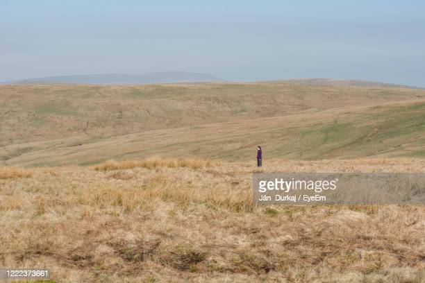 young traveller lost in the wilderness of national park brecon beacon - horizon over land stock pictures, royalty-free photos & images