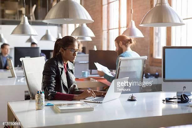 young trendy people working in a modern creative office - brasilianischer abstammung stock-fotos und bilder