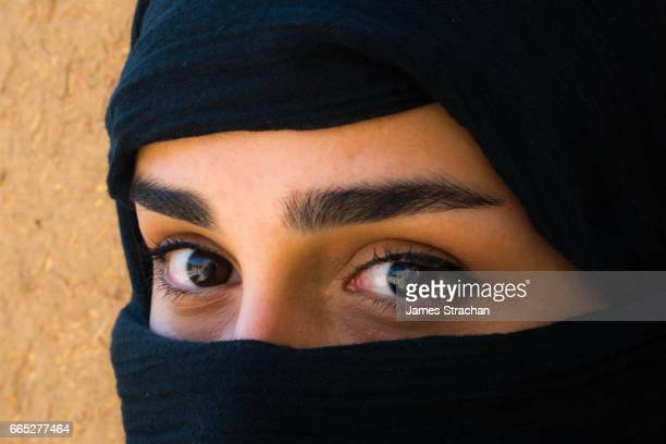 young veiled woman, eyes only, kashan, iran - james strachan stock pictures, royalty-free photos & images