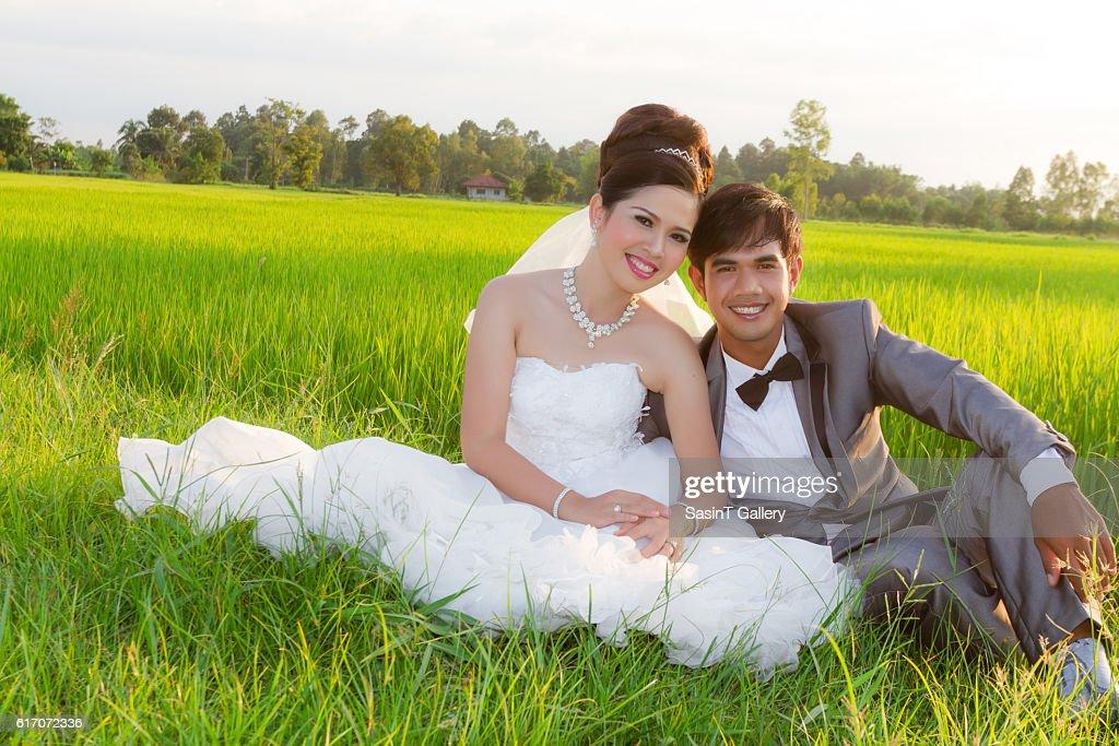 Young wedding couple : Stock Photo