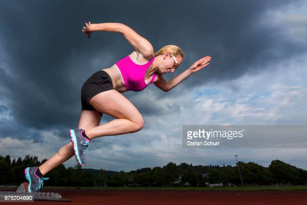 Young woman, 18 years, sprint start