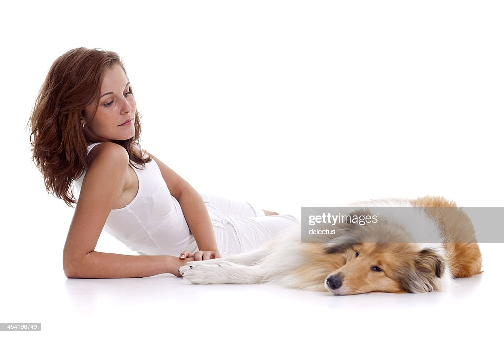 Mujer joven y perro Collie : Foto de stock