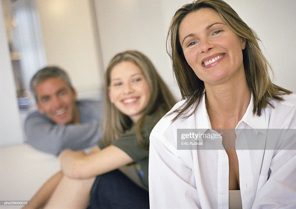Young woman and man smiling and looking in same direction, woman smiling in foreground, head and shoulders : Stockfoto