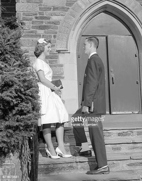 young woman and man talking while standing on step - {{relatedsearchurl(carousel.phrase)}} imagens e fotografias de stock