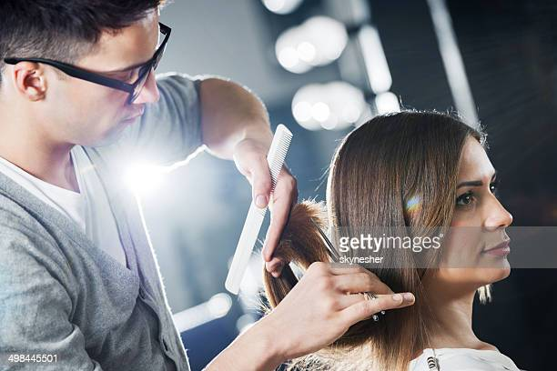 Junge Frau bei der Friseur.