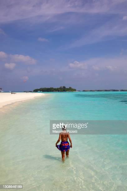young woman at the paradise island - massimo pizzotti foto e immagini stock