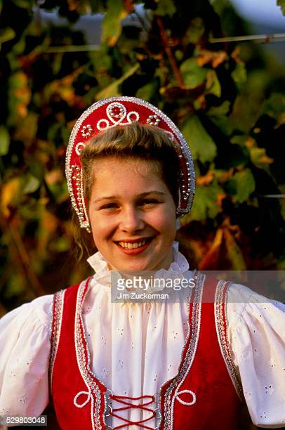 young woman at wine festival - traditionally hungarian stockfoto's en -beelden