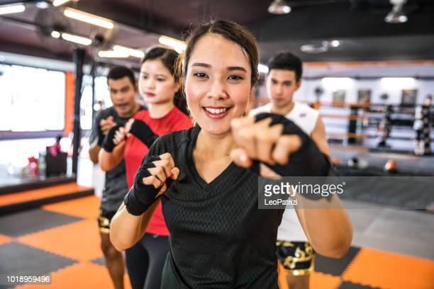 Junge Frau Boxen Athlet