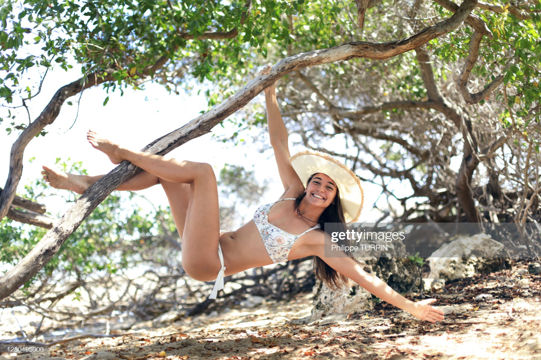 https://media.gettyimages.com/photos/young-woman-by-the-sea-picture-id1280495900?s=2048x2048