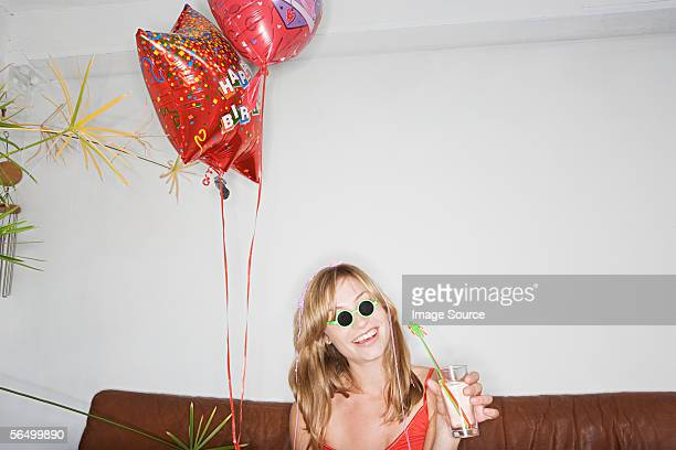 young woman celebrating her birthday - anniversaire humour photos et images de collection
