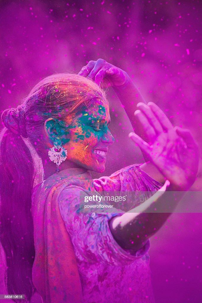 Young Woman Celebrating Holi Festival : Stock-Foto