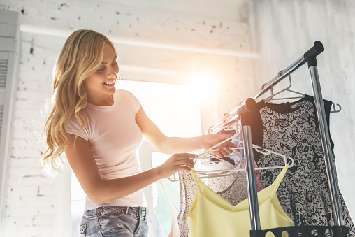 Young woman choosing clothes 918664682
