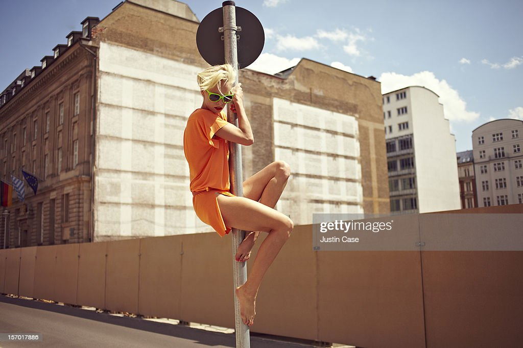 A young woman climbing in the city : Stock Photo