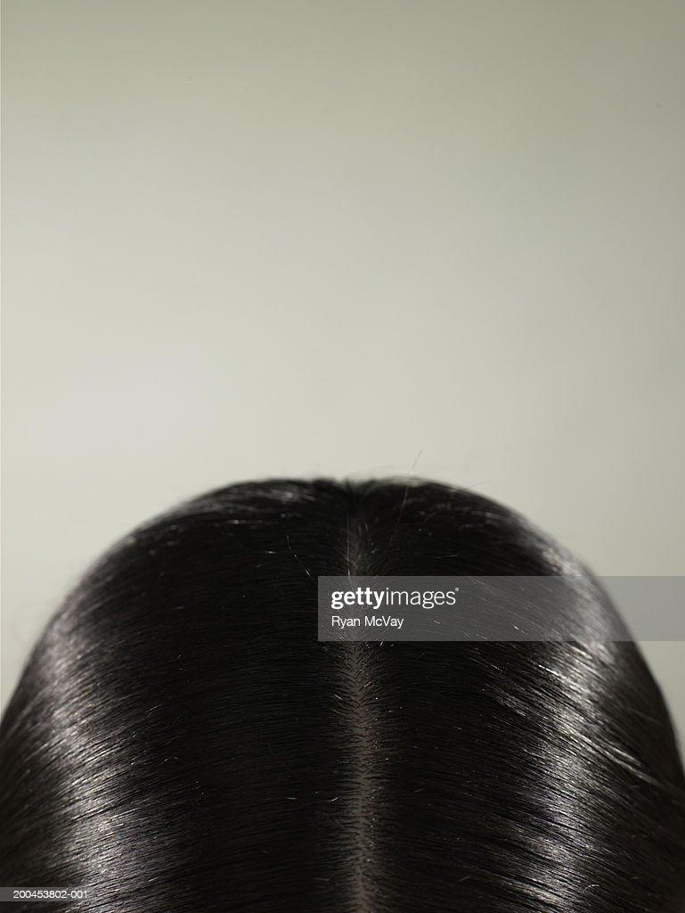 Jeune femme, gros plan de dessus de la tête : Photo