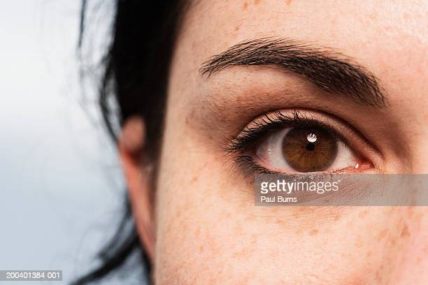 young woman, close-up - braune augen stock-fotos und bilder