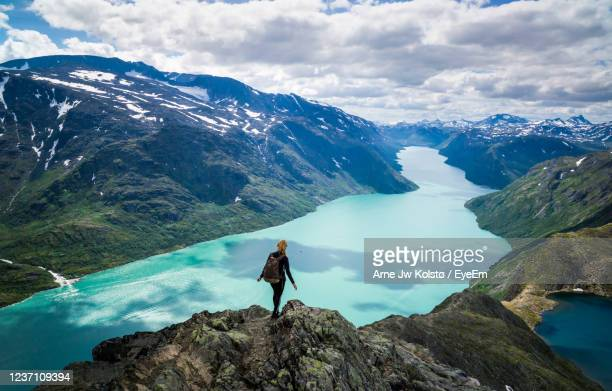 young woman descending besseggen, jotunheimen, norway. - arne jw kolstø stock pictures, royalty-free photos & images