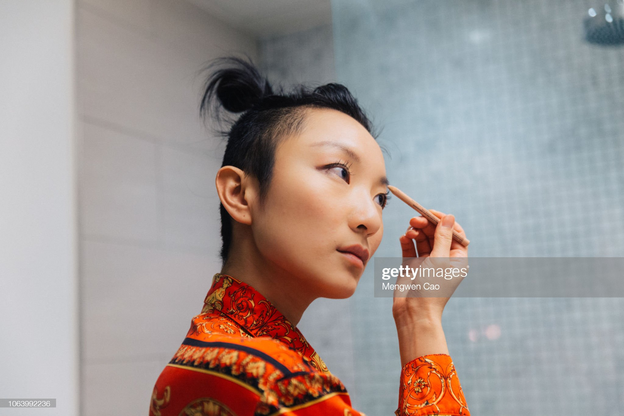 Young woman doing makeup : Stock Photo