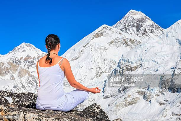 young woman doing yoga in himalayas - solu khumbu stock pictures, royalty-free photos & images