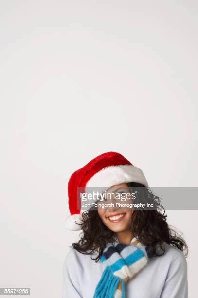 young woman dressed in a santa hat - mamma natale foto e immagini stock