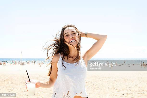 young woman drinking cocktail on the beach - verano fotografías e imágenes de stock