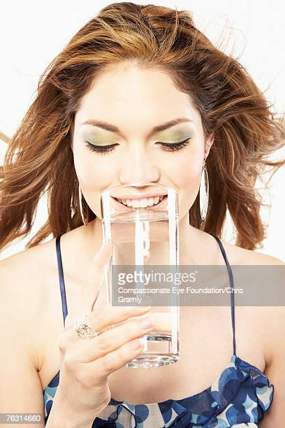 "young woman drinking water from glass, upper half - ""compassionate eye"" - fotografias e filmes do acervo"