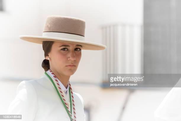 jonge vrouw tijdens de romeria del rocio in el rocio, spanje - pinksteren stockfoto's en -beelden