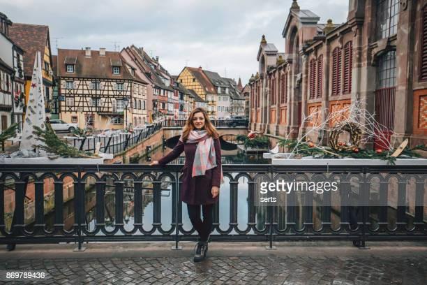 Jeune femme appréciant à Colmar, France
